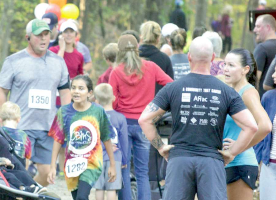 Autumn Chase brings hundreds to local park