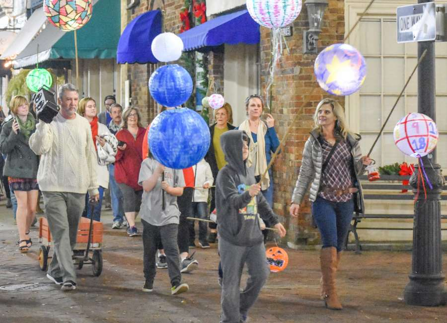 Downtown Newnan hosts 'Unsilent Night'