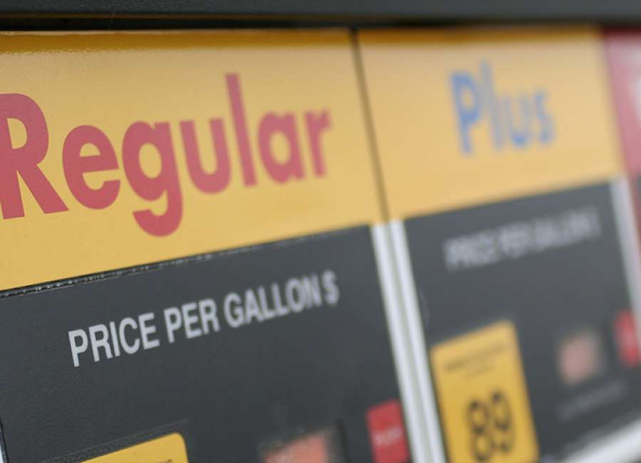 Average gas price falls slightly to $2.40 a gallon