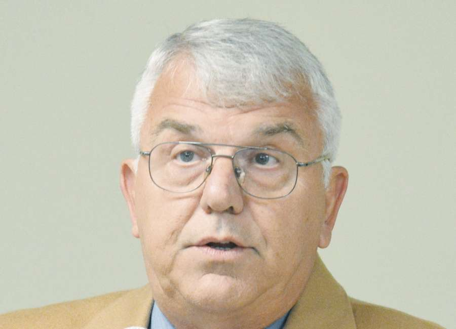 Senoia denies fence permit, extends moratorium