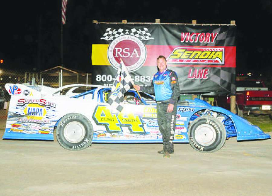 Senoia's Smith wins third-straight Super Late Model points title at hometown track
