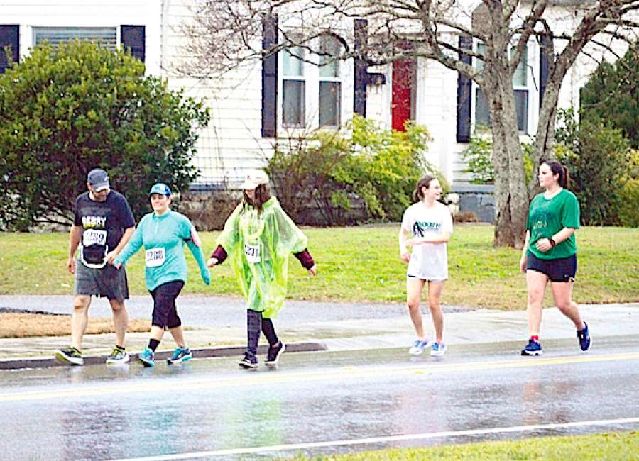 Shamrock runners brave morning rain