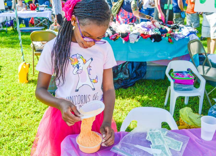 Shoppers find deals during annual yard sale - The Newnan Times-Herald