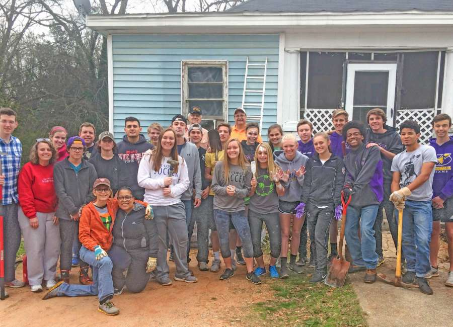Youth from East Coweta help with NURA cleanup