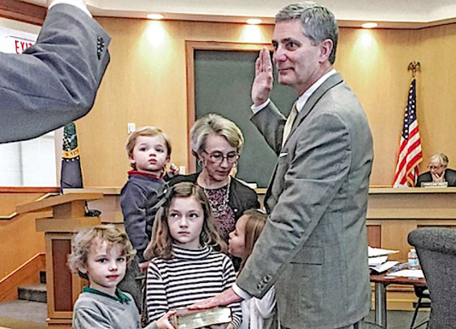 Brady sworn in as mayor
