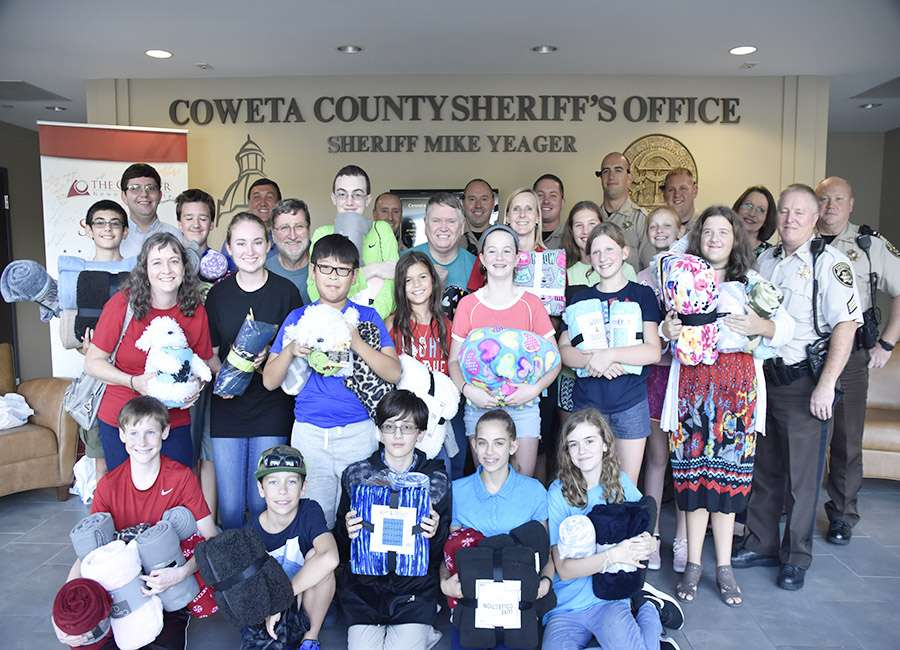 Church donates blankets to deputies