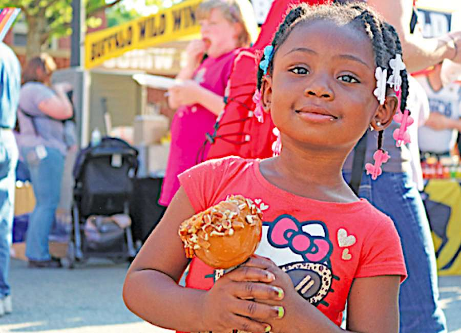 Hundreds come to taste Newnan