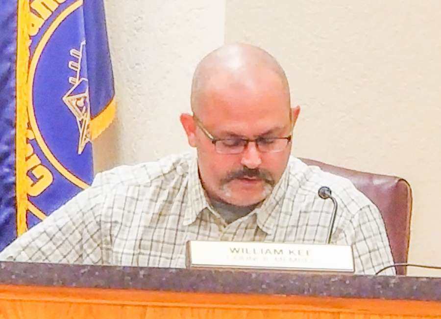 Kee resigns from council post