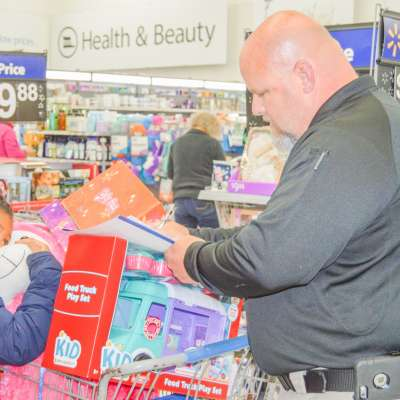 Newnan police, children enjoy Christmas shopping spree
