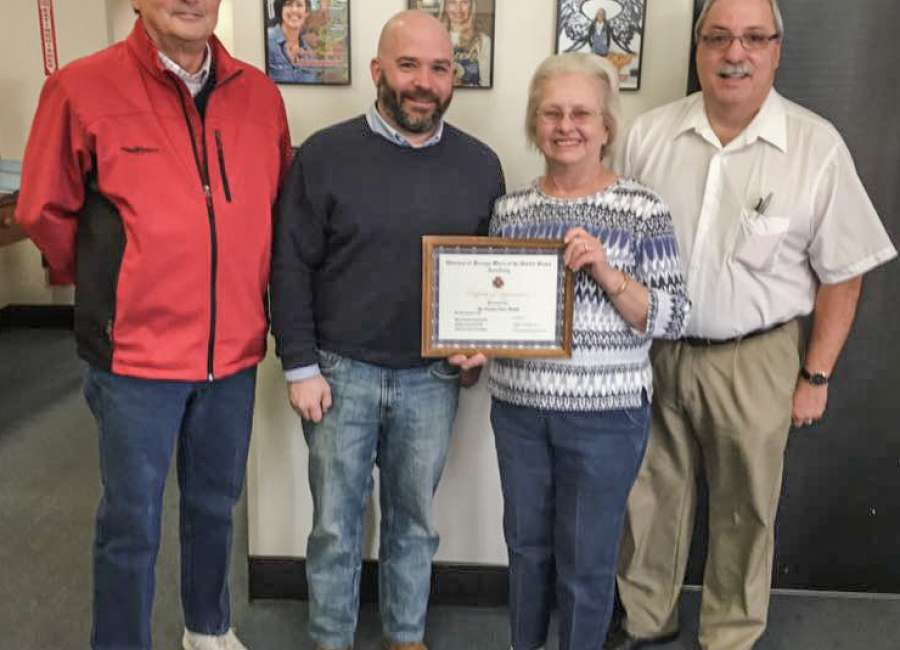 VFW Auxiliary presents certificate to Times-Herald